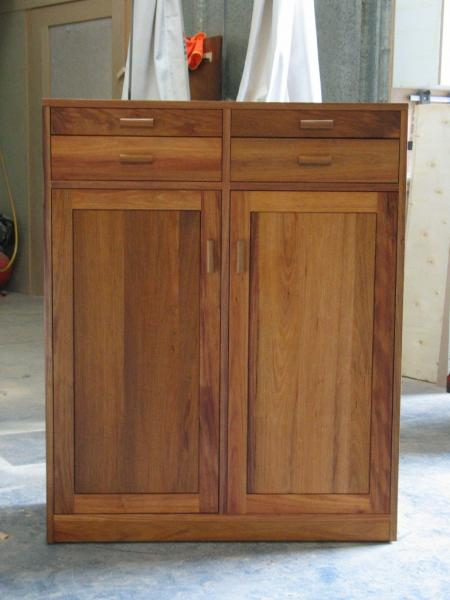 CLIFTON HAMPTON MADE TO MEASURE CABINET