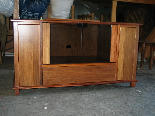 CLIFTON SPECIAL DESIGN TV AUDIO UNIT TV STAND TASMANIAN OAK BEUMONT/ LUNDBERG