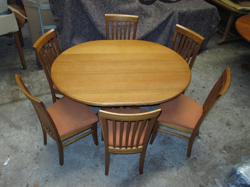 SMALL PEDISTAL OVAL DINING TABLE