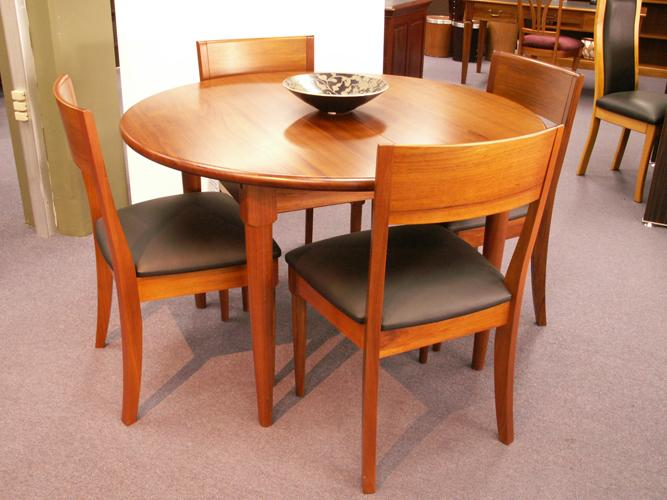 CHARLTON DINING TABLE