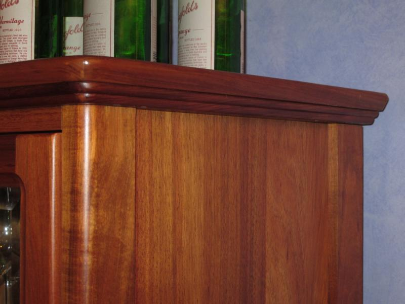 SOMERSET DISPLAY UNIT CURVED TOP FEATURE