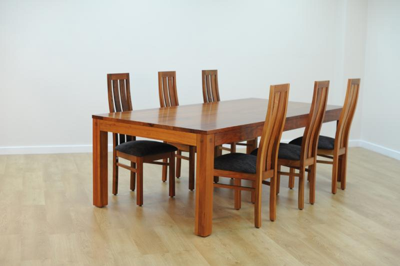 CONNORY DINING TABLE