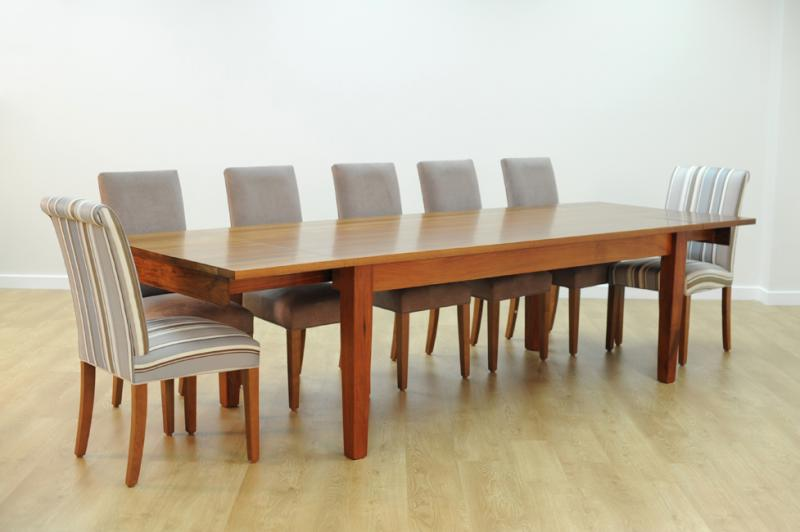 ESK DINING TABLE